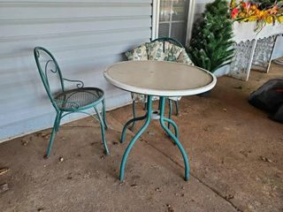Patio Table   2 Chairs