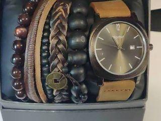 Men s Watch with a variety of bracelets