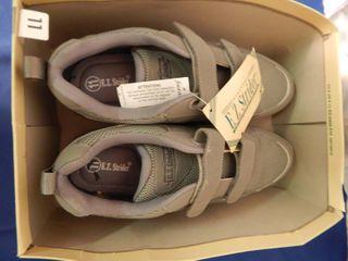 NIB Easy Stride Mens Size 11 Gray Jogging Shoe