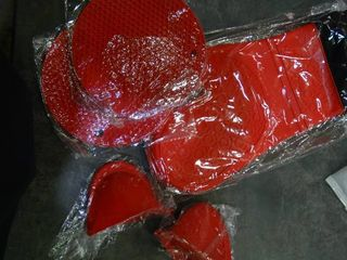 lot of Red Silicone Oven Mits  Mini Pinch Mits and Trivets