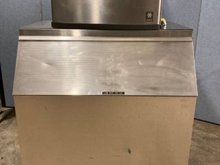 600 lb Manitowoc ice machine 900 lb bin