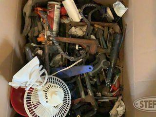 Box of Misc Garage Items 0 jpg