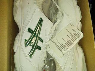 Asics Women s Cheer 5 Cheerleading Shoe White interchange silver Wmn Sz 10