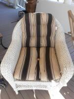 Wicker chair w cushion