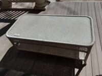 Wicker table w glass top