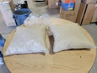 set of 2 Blazing Needles Outdoor square Throw Pillows