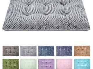 Fuzzy Deluxe Pet Beds  Super Plush Dog or Cat Beds Ideal for Dog Crates  Machine Wash   Dryer Friendly  15  x 23  S Grey