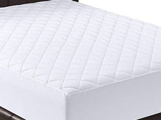 Utopia Bedding Quilted Fitted Mattress Pad  Twin    Mattress Cover Stretches up to 16 Inches Deep   Mattress Topper