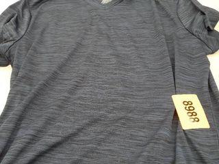 Reebok V Neck T shirt Size l no description