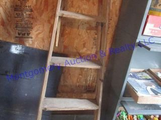 5 FT WOODEN lADDER