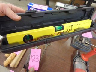 laser level 16  w  case
