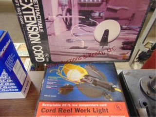 2 retractable worklight ext cord