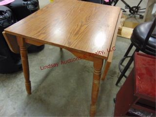 Drop leaf table  fully extend 41 5 x 29 5