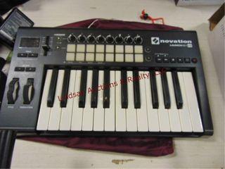 Novation launch key 25 keyboard   stand