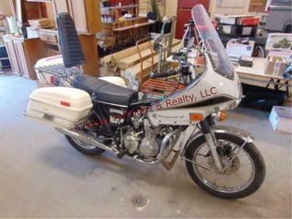 1974 Honda 750 Four  showing 04087 miles  w