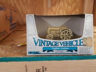 ERTl ENGlISH FORDSON TOY TRACTOR  NEW IN BOX