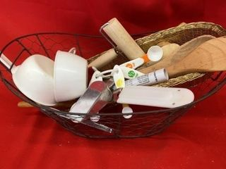 WIRE BASKET WITH UTENSIlS   MEASURING CUPS