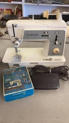 SINGER SEWING MACHINE  MODEl 648 WITH PEDAl AND