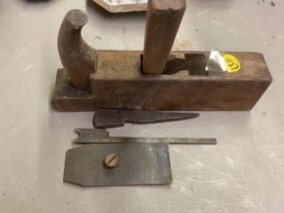 VINTAGE MOlDING PlANE AND SOME PIECES