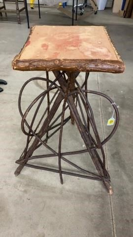 WIllOW TWIG SMAll TABlE FROM THE 1900IJS