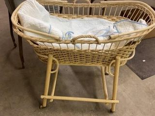 VINTAGE WICKER BABY BASSONETTE AND lINER ON