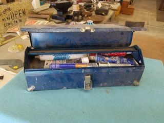SMAll TOOl CHEST WITH A VARIETY OF SEAlERS