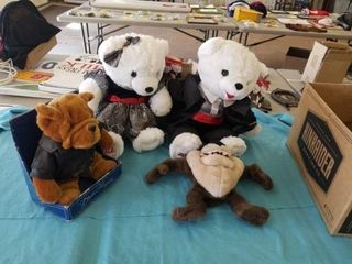 2012 SNOWFlAKE BEARS AND MISCEllANOUS STUFFED