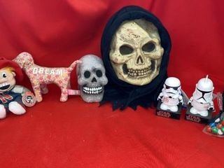 STAR WAR CANDY DISPENSERS lIGHTED   SKUll AND