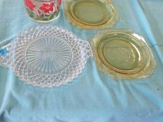 2 lUNCHEON PlATE MADRID GREEN  GlASS PlATE AND A