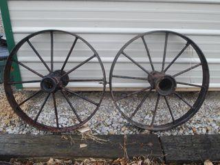 2   VINTAGE STEEl WAGON WHEElS