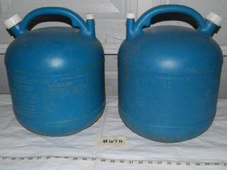 2   5 GAllON PlASTIC KEROSINE CANS