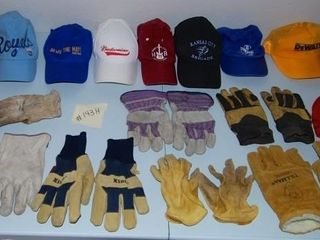 GROUP OF MISC  HATS   GlOVES