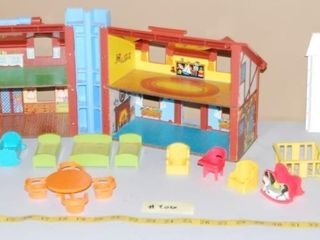 VINTAGE FISHER PRICE HOUSE   MISC