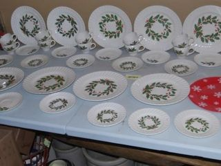 MISC  CHRISTMAS DISHES