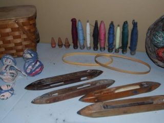 GROUP OF MISC  VINTAGE TEXTIlE SUPPlIES   TOOlS