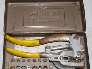 ROPER WHITNEY NO  5 JR  HAND PUNCH WITH CASE