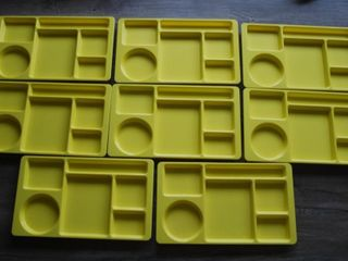 8   YEllOW CAFETERIA TRAYS