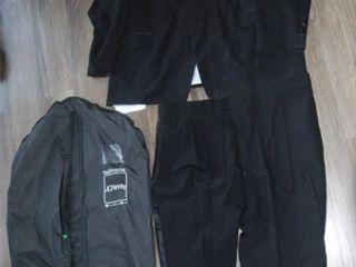 PIERRE CARDIN MENS SUIT SIZE Xl WITH TRAVEl BAG