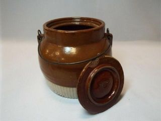 Bean Pot w  lid  Handle