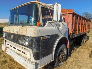 1970 Ford F600 2 ton truck