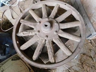 Antique wood spoke wheel  18 5  round