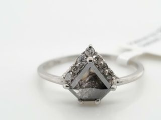 PlATINUM PT950 DIAMOND  0 68CT I3 GRAY 0 1CT