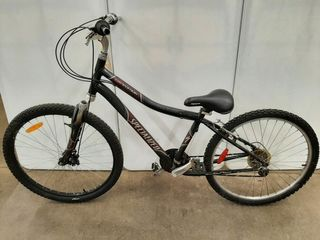 SPECIAlIZED EXPEDITION BlACK MOUNTAIN BIKE