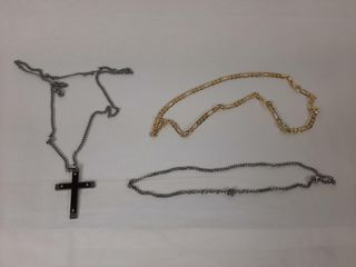 COSTUME JEWEllERY   NECKlACE WITH CROSS   2