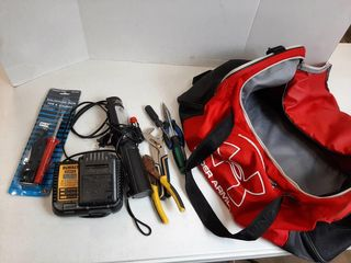 BAG WITH lIGHT  DEWAlT CHARGER AND BATTERY