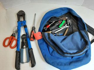 BACKPACK WITH ASSORTED TOOlS   BOlT CUTTERS