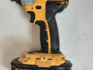 DEWAlT CORDlESS DRIVER WITH BATTERY  NO CHARGER
