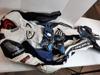 TEKNIC SUIT SIZE 42 WITH GlOVES SIZE M