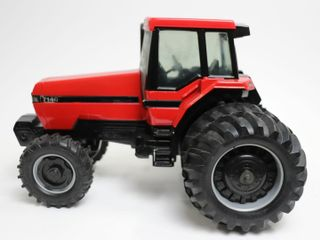 CASE INTERNATIONAl 7140 MFWD TRACTOR WITH DUAlS