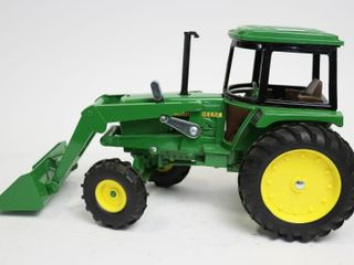 JOHN DEERE MFWD TRACTOR AND lOADER ERTl 1 16